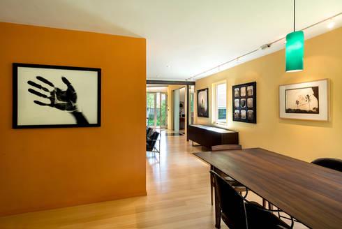 Foto Box House:  Corridor & hallway by KUBE Architecture