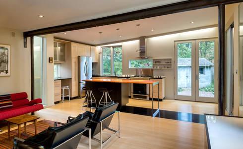 Foto Box House: modern Kitchen by KUBE Architecture