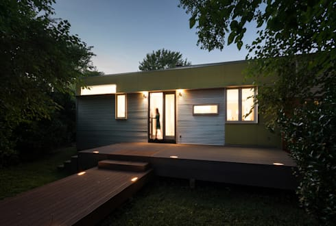 Foto Box House:  Patios & Decks by KUBE Architecture