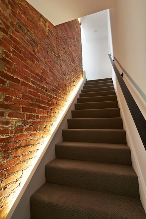 Sky Loft:  Stairs by KUBE Architecture