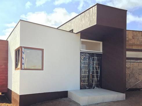 Acceso Vivienda Lt37  125m2 Fundo Loreto. La Serena.: Casas de estilo moderno por Territorio Arquitectura y Construccion