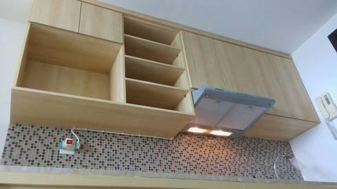 Apart The Hive Cawang:  Dapur by Dekapolis Design