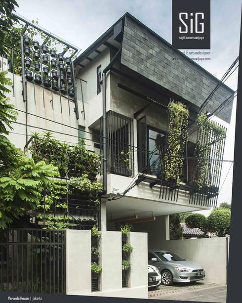 Rumah Beranda - Green Boarding House:  Rumah tinggal  by sigit.kusumawijaya   architect & urbandesigner