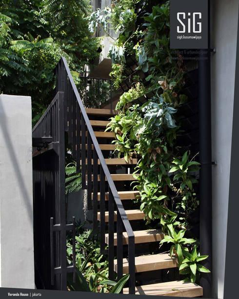 Rumah Beranda – Green Boarding House:  Tangga by sigit.kusumawijaya   architect & urbandesigner