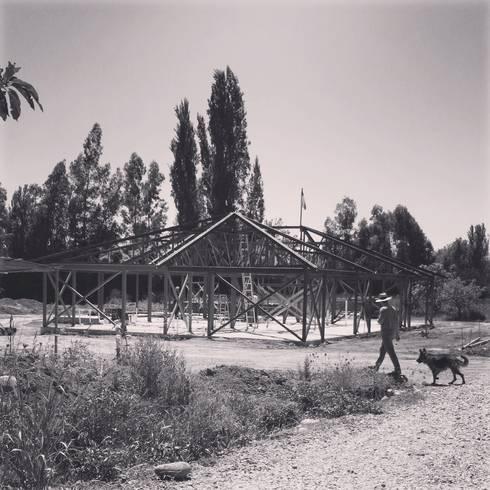 CASA ALCALDE: Casas de estilo rural por ATELIER3
