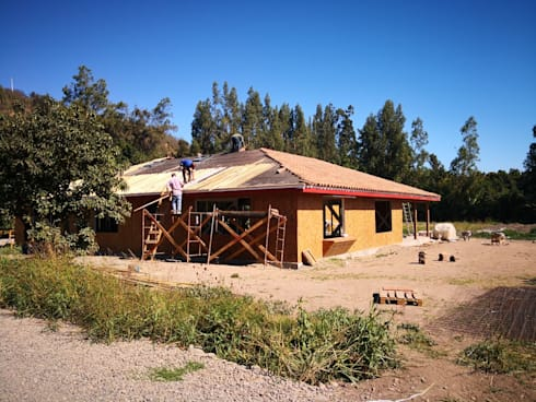 casa de campo: Casas de estilo rural por ATELIER3