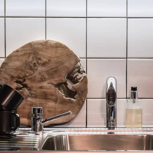 Project: Copperhead, Cape Town:  Built-in kitchens by de Beyer Design Studio