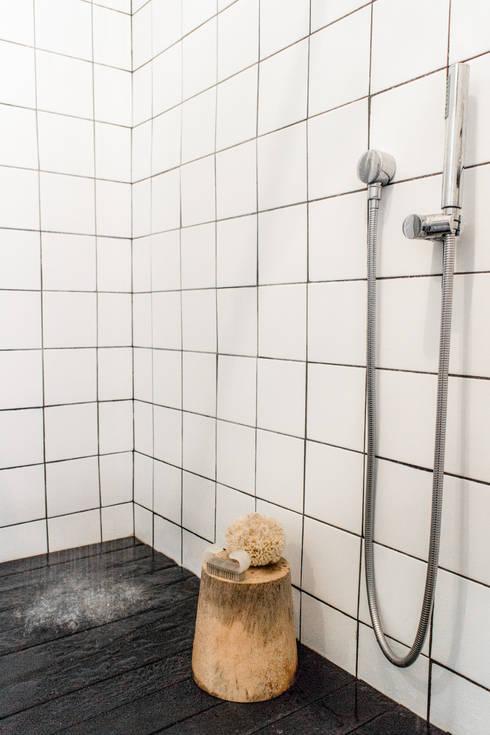 Project: Copperhead, Cape Town: modern Bathroom by de Beyer Design Studio