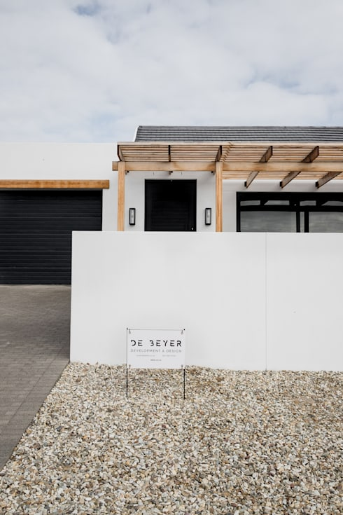 Project: Volstruis Ave, Yzerfontein:  Single family home by de Beyer Design Studio