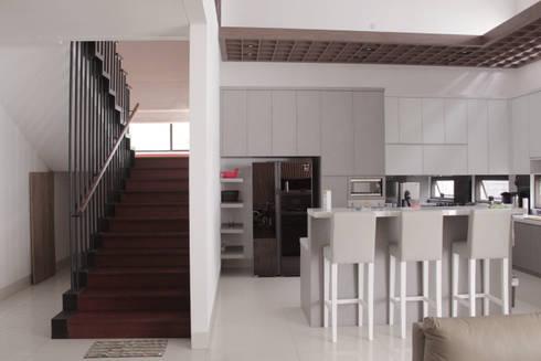 tropical Kitchen by SAE Studio (PT. Shiva Ardhyanesha Estetika)