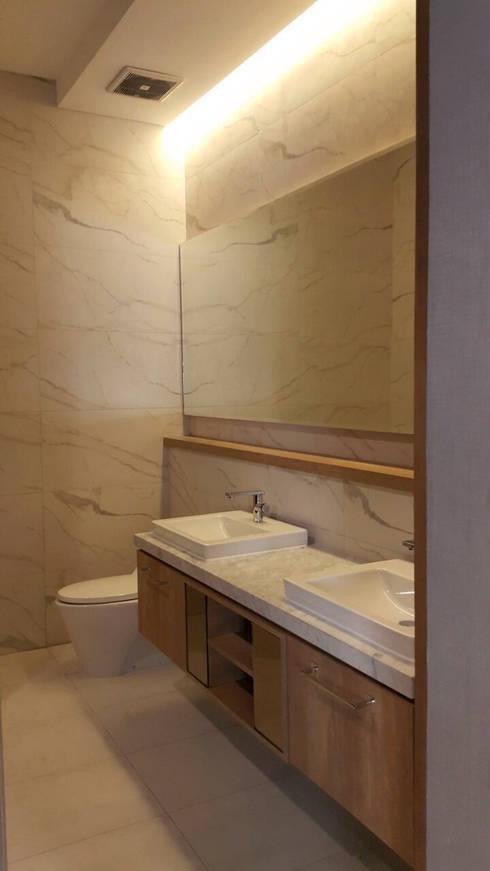 tropical Bathroom by SAE Studio (PT. Shiva Ardhyanesha Estetika)