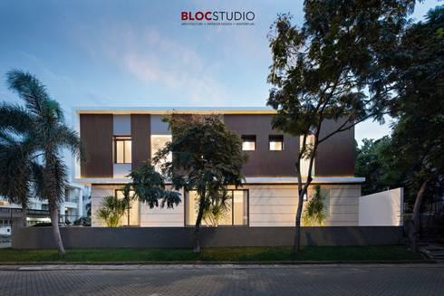 PIKtangular House:  Villa by BlocStudio