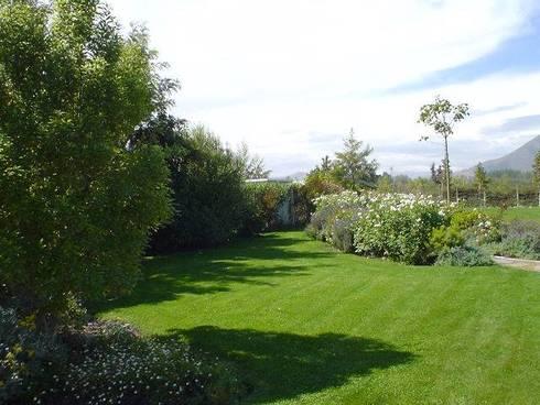 Proyecto de Paisajismo Parcela Talagante: Jardines de estilo clásico por Aliwen Paisajismo