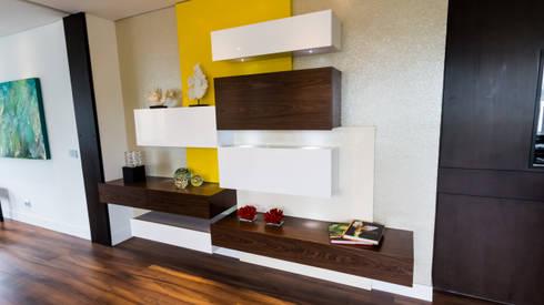 Apartamento bosques del oeste : Comedores de estilo moderno por astratto