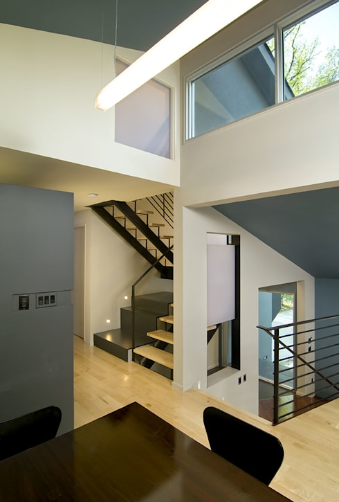 Arlington Residence:  Stairs by KUBE Architecture