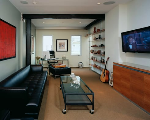 Riggs Place Residence: modern Living room by KUBE Architecture