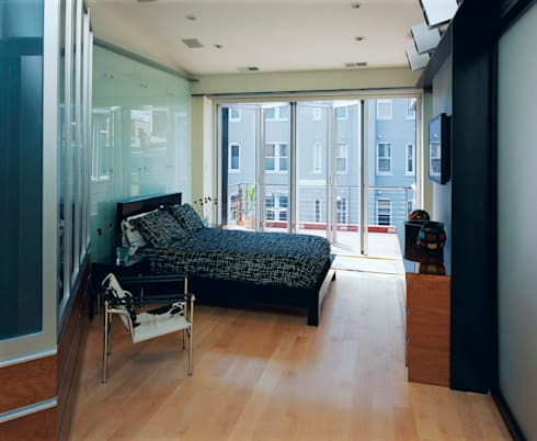 Riggs Place Residence: modern Bedroom by KUBE Architecture