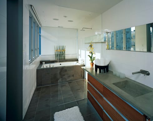 Riggs Place Residence: modern Bathroom by KUBE Architecture