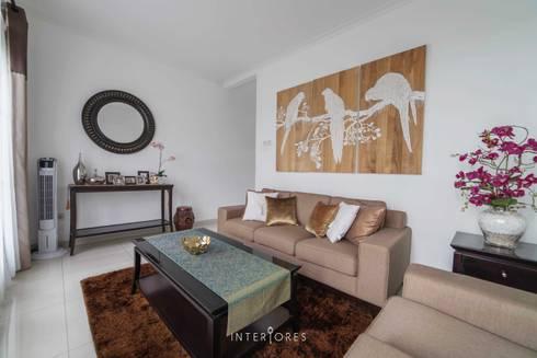 Ruang Tamu:  Dapur by INTERIORES - Interior Consultant & Build
