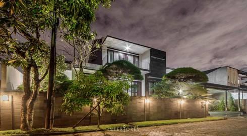 Tampak Depan:  Rumah by INTERIORES - Interior Consultant & Build