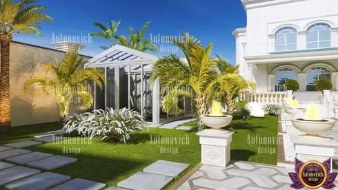 Landscape design and architecture from Katrina Antonovich: classic Garden by Luxury Antonovich Design