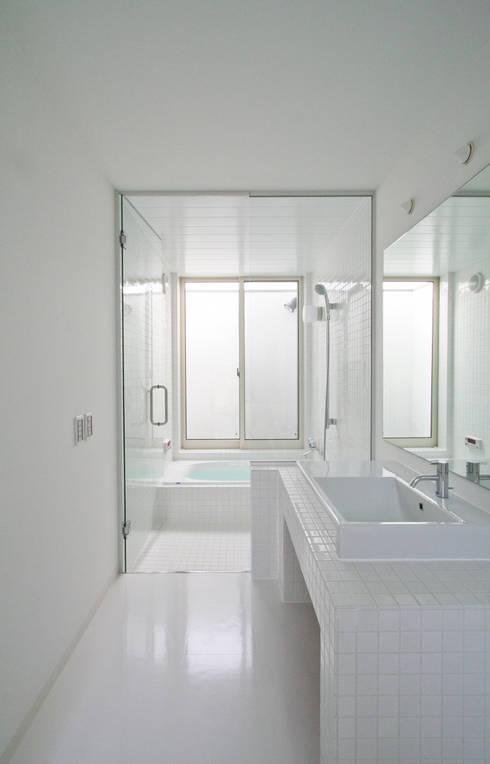Bathroom by 石川淳建築設計事務所