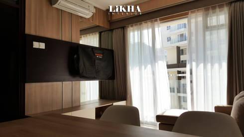 Wallpanel & Cabinet TV:  Ruang Keluarga by Likha Interior