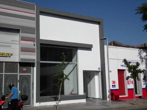 Local Comercial Lira: Concesionarias de automóviles de estilo  por Constructora Morelli Ltda