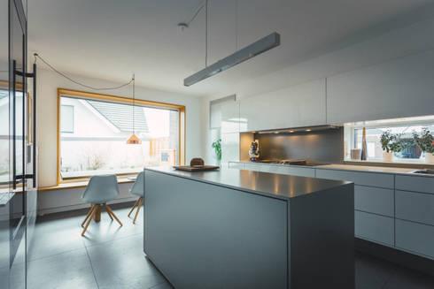 Küche nach Maß in Wolfsburg: moderne Küche von Klocke Möbelwerkstätte GmbH