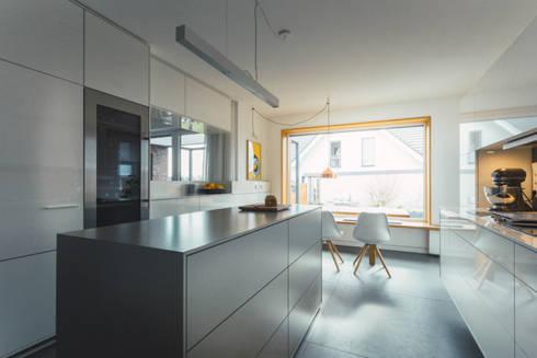 Küche nach Maß mit Mittelblock:  Einbauküche von Klocke Möbelwerkstätte GmbH