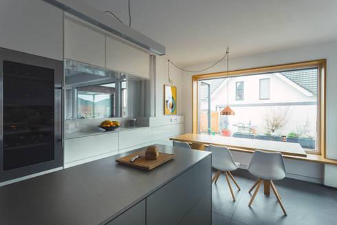 Küche nach Maß mit Essplatz:  Einbauküche von Klocke Möbelwerkstätte GmbH