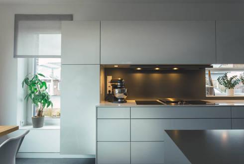 Küche nach Maß, grifflos:  Einbauküche von Klocke Möbelwerkstätte GmbH