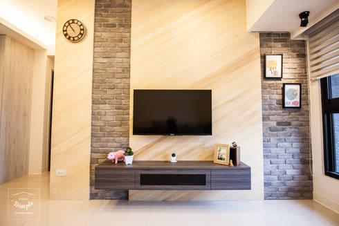晴天娃娃:  客廳 by 酒窩設計 Dimple Interior Design