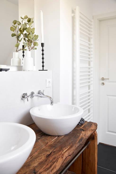 Badezimmer im klassisch modernen landhausstil von banovo for Badezimmer im landhausstil