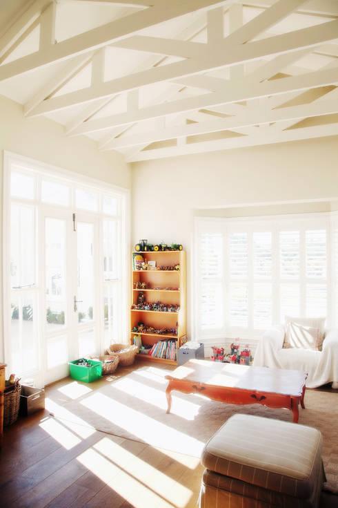 Saddlebrook Estate: classic Nursery/kid's room by Vision Tribe