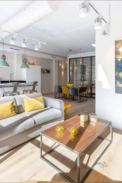 Salas de estilo  por Hansen Properties