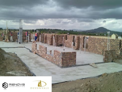 Initial Brickwork - Establishment of first floor:   by Renov8 CONSTRUCTION