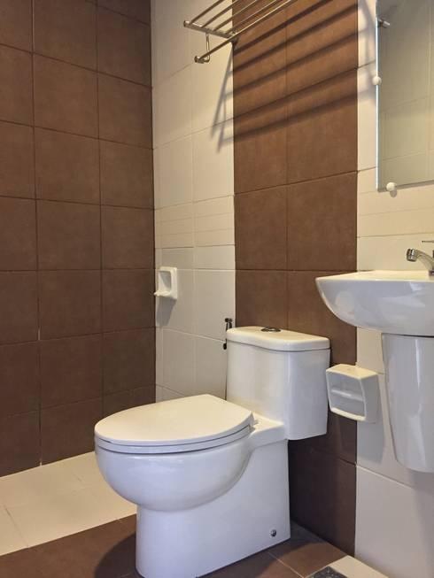 PRIVATE RESORT: minimalistic Bathroom by JGA INTERIORS