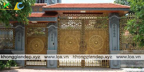 Mẫu cổng biệt thự với hoa văn trống đồng:   by Không Gian Đẹp XYZ
