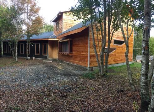 Casa vista diagonal: Parcelas de agrado de estilo  por Constructora Rukalihuen