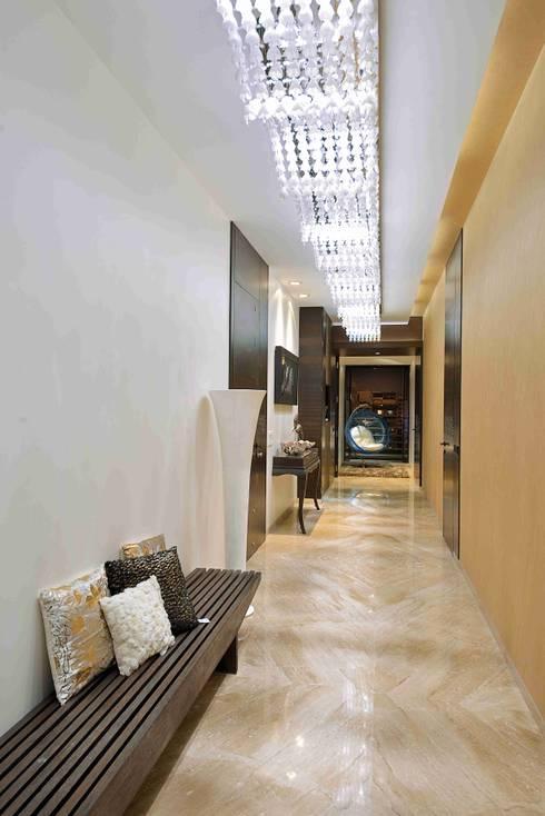 MADHUNIKETAN 10TH FLOOR:  Corridor & hallway by smstudio