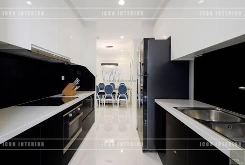 Phong cách Tân Cổ Điển trong thiết kế nội thất căn hộ Vinhomes Central Park:  Nhà bếp by ICON INTERIOR