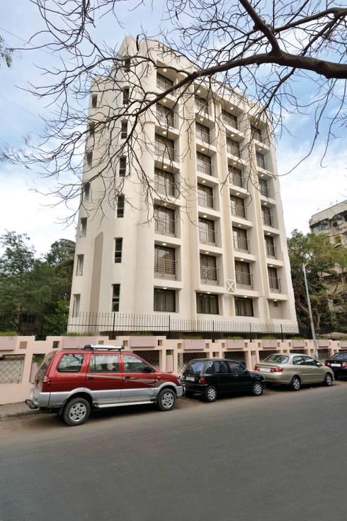 ICICI GUEST HOUSE MUMBAI: modern Houses by smstudio