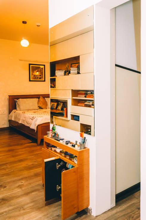 Bedroom with wardrobes & bookshelves - Origami Spaces(Origamispaces.com): modern Bedroom by Origami Space Design