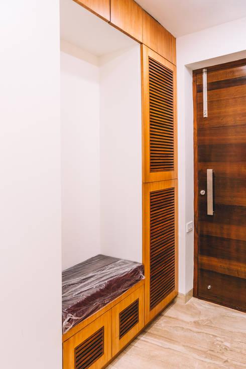 Entrance Main Door - Origami Spaces(Origamispaces.com):  Corridor & hallway by Origami Space Design