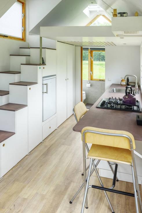 Keuken met trap:   door Studio D8