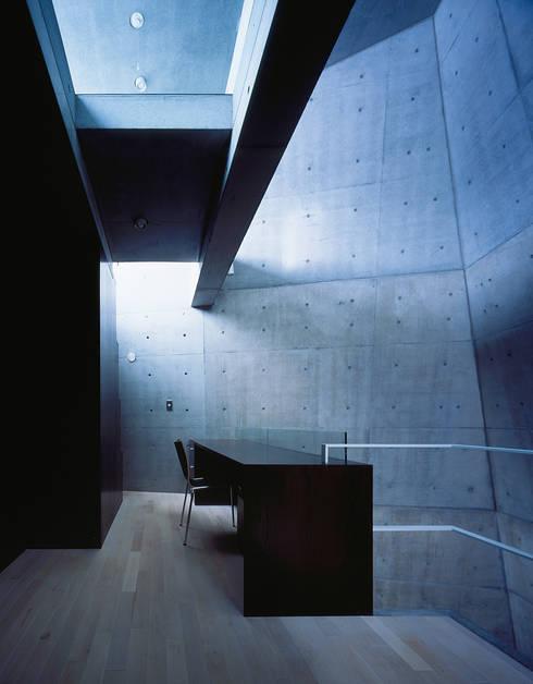 守谷の家 / House in Moriya: 庄司寛建築設計事務所 / HIROSHI SHOJI  ARCHITECT&ASSOCIATESが手掛けた書斎です。