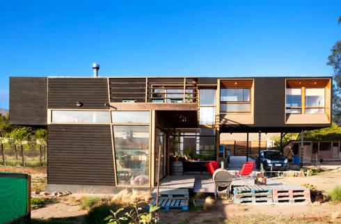 FACHADA PATIO : Casas de estilo moderno por arquiroots