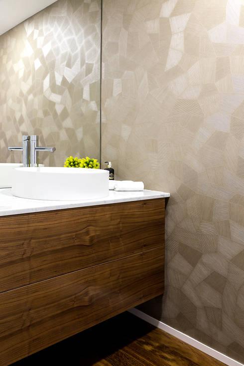 CASA DE BANHO SOCIAL DE T3 EM MATOSINHOS: Casas de banho  por TGV Interiores