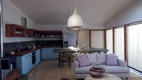 Vivienda Maria Salah: Cocinas de estilo moderno por Kimche Arquitectos